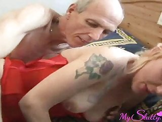 Mom loves to be fucked with grandpa's cock