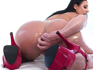 Thick ungentlemanly pumps her oiled ass with the biggest cock