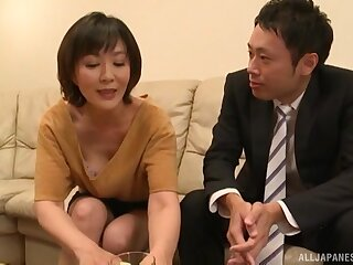 Mature Asian Enshiro Hitomi certainly knows how to indiscretion a prick