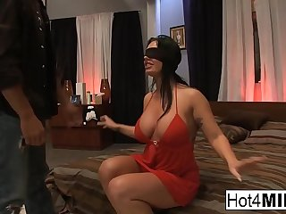 Blindfolded subfuscous gets puffed with a threesome