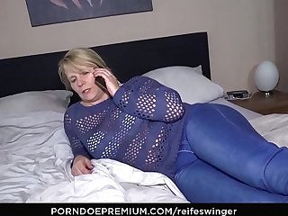 REIFE SWINGER - 69 together with doggy style with busty mature Susi