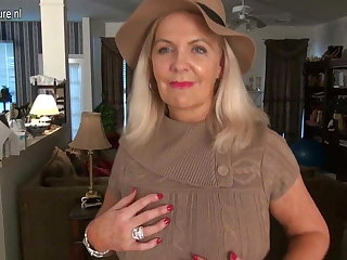Naughty American mature mom with hot sexy body