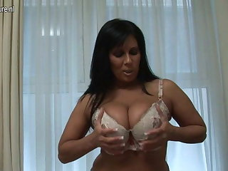 British MILF shows off magnificent body and has dildo fun
