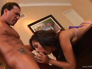 Brunette pornstar blowjobs a marketable impoverish till he cums in her brashness