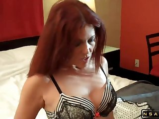 Hot mommy added to her lover in amateur scene