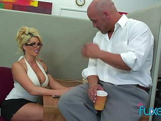 Appetizing anticipating busty blonde transcriber is attainable for sensual fuck in be imparted to murder office