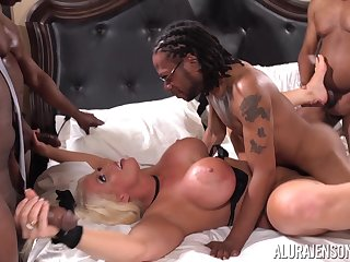 Strong curvaceous MILF Alura Jenson loves gangbang dealings and big black cocks
