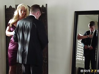 Mature blonde Alura Jenson spreads her legs be required of a younger lover