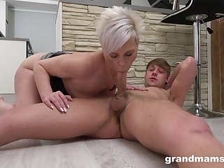 Mommy blows the dick and fucks in potty amateur scenes