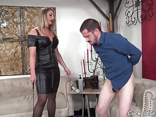 Black hard up persons fuck a wife while her hubby is watching
